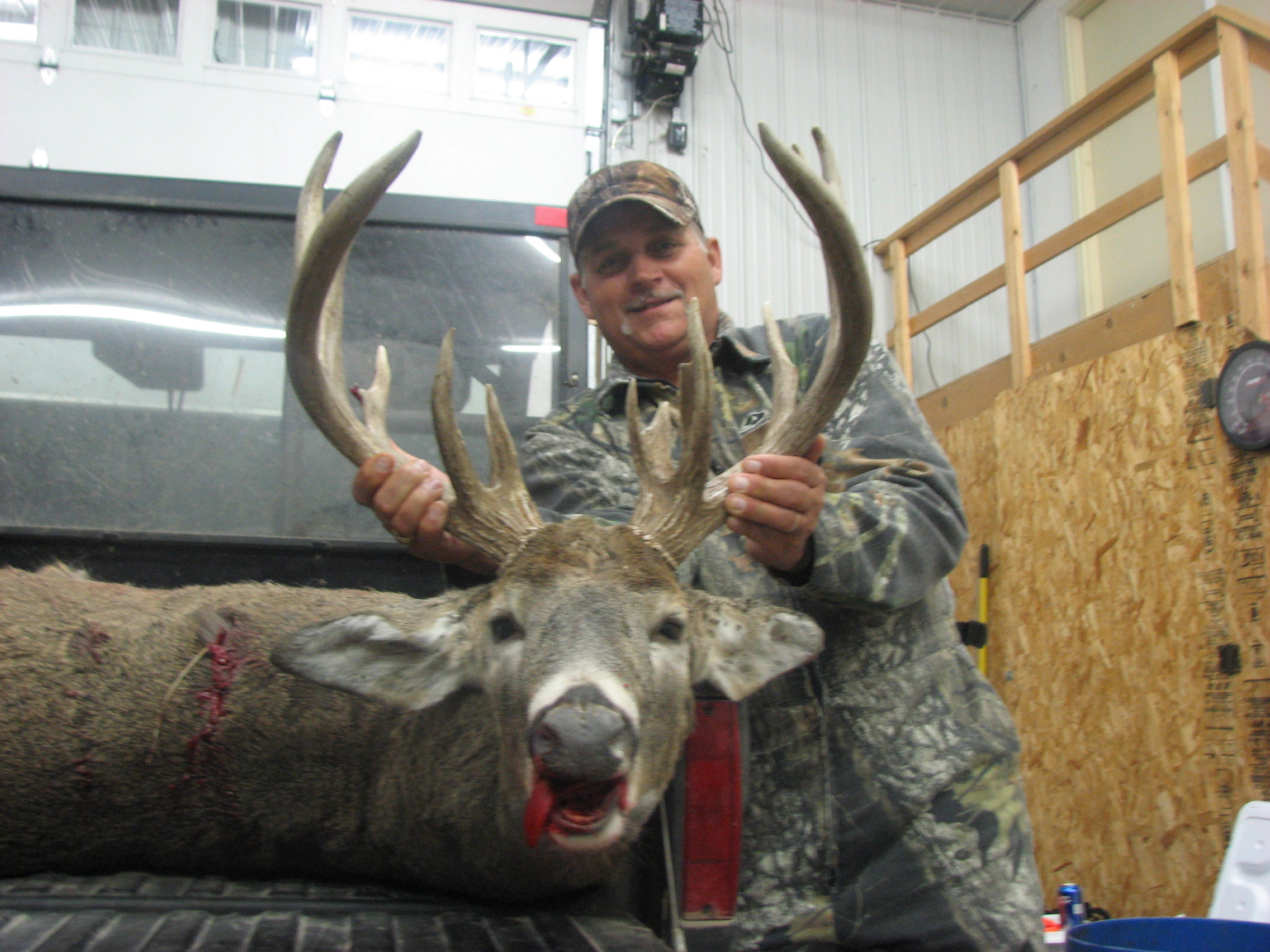 Billy Wayne Bunch--Mississippi Deer Shot Archery November 2009